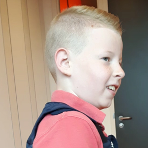 Pieter's mum describes his experience using his Squease Pressure Vest at School